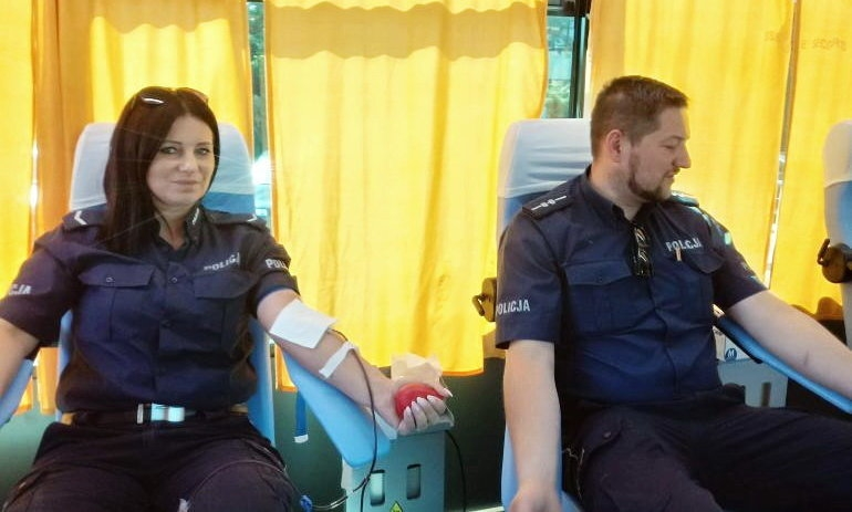 Policjanci z Wolborza oddali krew dla Kacpra